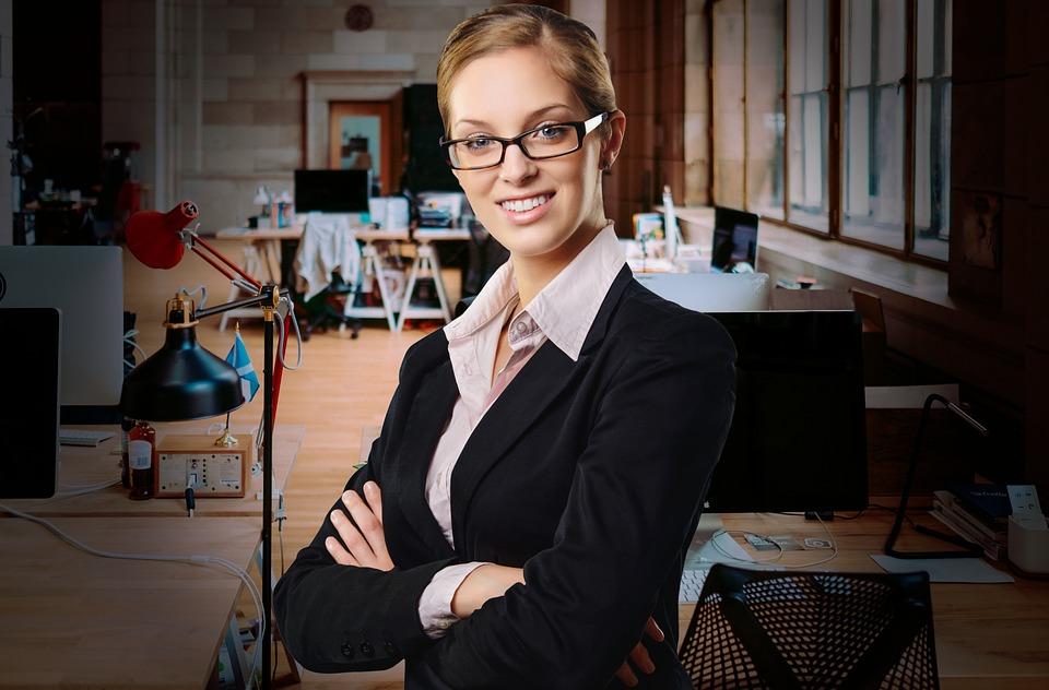 empresaria emprendedora EMEGA asesoría pontevedra gestoría abogados ayudas subvenciones laboral